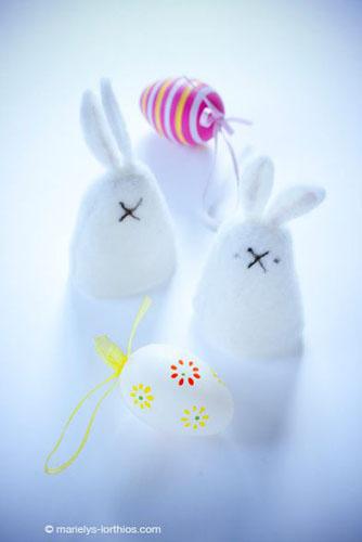 décoration de pâques, lapins couvre oeufs