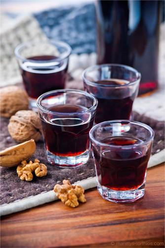 La-Quercynoise-verre-de-vin-de-noix