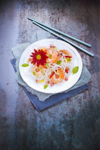 salade été rice noodles avec fleur crysanteme