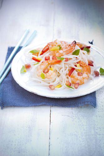 salade été rice noodles sur assiette