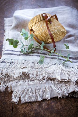 lumiere-et-sac-en-paille-eucalyptus