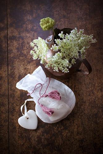 galets-coeur-parfumés-lumiere-et-sac