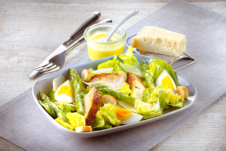 salade-cesar-poulet-et-asperges-vapeur-vinaigrette-parmesan
