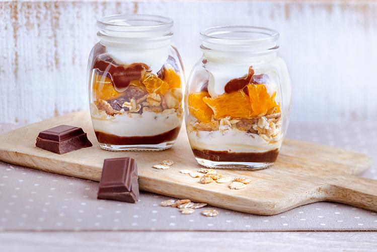 Pour-les-Editions-Larousse-Coffret-Desserts-in-a-jar-clementines-fromage-blanc-muesli-sauce-chocolat