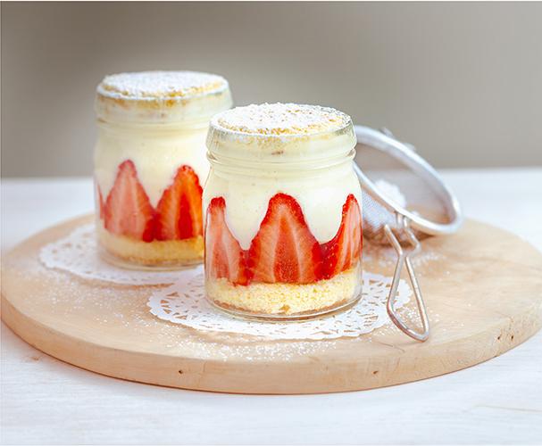 Pour-les-Editions-Larousse-Coffret-Desserts-in-a-jar-fraisier-en-bocal