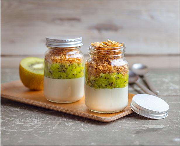 Pour-les-Editions-Larousse-Coffret-Desserts-in-a-jar-creme-vanille-kiwis-crepes-dentelles