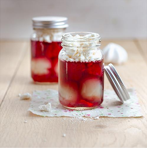 Pour-les-Editions-Larousse-Coffret-Desserts-in-a-jar-litchis-framboises-gelée-de-fruits-et-meringues