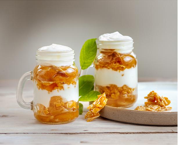 Pour-les-Editions-Larousse-Coffret-Desserts-in-a-jar-mirabelles-nougatine-mousse-fromage-blanc