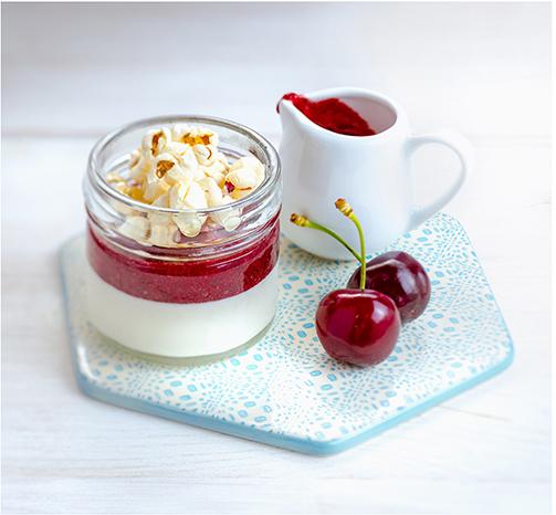 Pour-les-Editions-Larousse-Coffret-Desserts-in-a-jar-pana-cotta-cerises-pop-corn