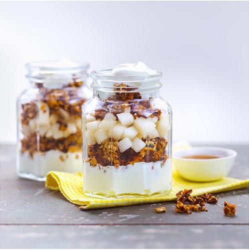 Pour-les-Editions-Larousse-Coffret-Desserts-in-a-jar-poires-granola-yaourt