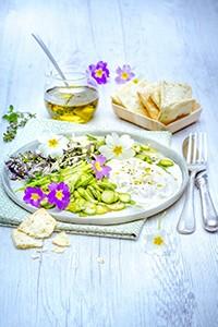 cuisiner avec des fleurs companion moulinex salade primevère et burrata crackers huile olive miniature