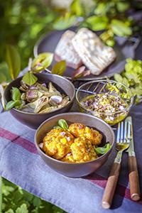 poisson grillé sauce basilic croquettes de maïs artichauts marinés