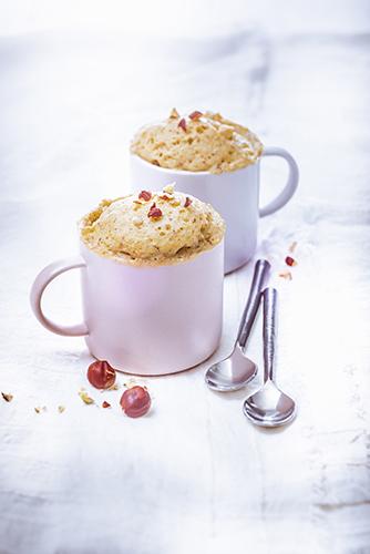 Mug cake au yaourt et noisettes-photographie-culinaire
