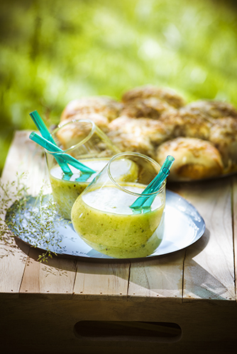 fraicheur des smoothies recette smoothie vert et pizza-boules au fromage GREEN SMOOTHIE AND CHEESE MARGARITA BREAD