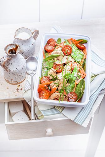 poulet-tomates-cerises-pois-gourmands-vinaigre-balsamique-creme-fraiche