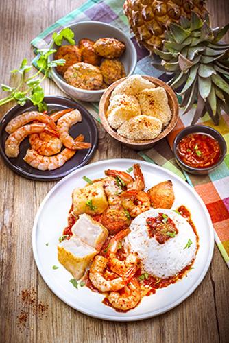 fondue-antillaise-crevettes-gambas-acras-beignets-morue-cabillaud-poisson-sauce-epices-riz