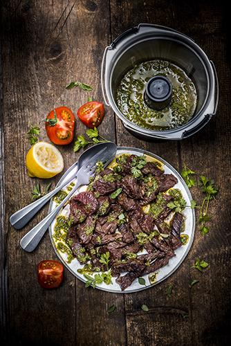 onglet-ou-hampe-de-boeuf-sauce-chimichurri-recette-latino-marielys-Lorthios-photographe