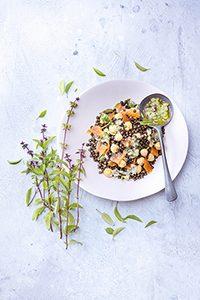 salade-de-lentilles-beluga-truite-fumée-romarin-recettes-herbes