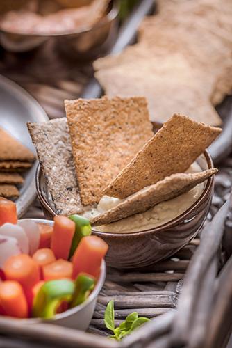Crackers-Rebon-plateau-aperitif-houmous-Photographe-professionnelle-Marielys-Lorthios.com