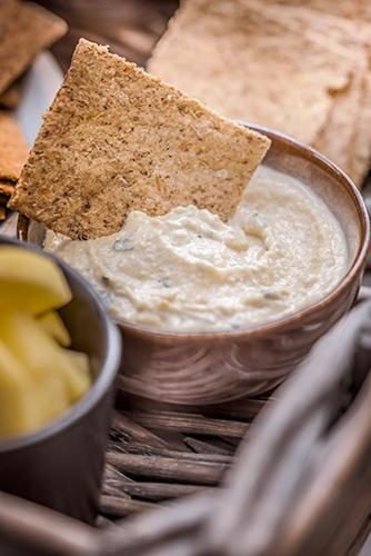 Crackers-Rebon-plateau-aperitif-houmous-pois-chiche-Photographe-professionnelle-Marielys-Lorthios.com