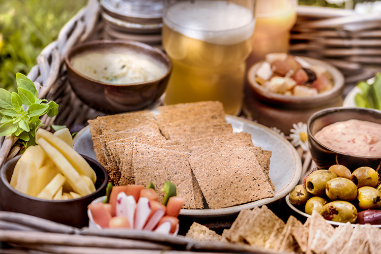 Crackers-Rebon-plateau-aperitif-jardin-biere-Photographe-professionnelle-Marielys-Lorthios.com